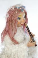 Elfe / Fee  spielt Flöte