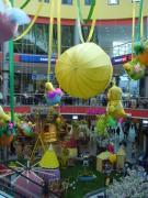 Fesselballon mit Gondel und Hasenbesatzung