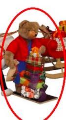 Teddy Bär mit Geschenkstapel