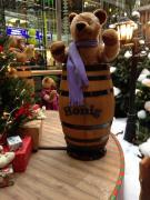 Bärenkarussell mit Honigfässern