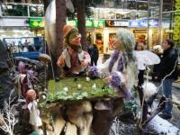 Troll und Elfe spielen Mühle