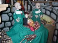 Ärzte operieren Monster