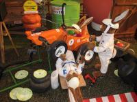 Formel Ei- Hase repariert  Rennwagen
