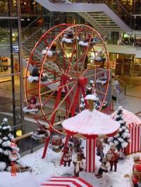 Riesenrad mit Kinderfiguren