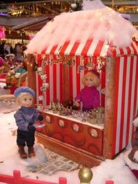 Marktstand Geschenkartikel mit Kinderfiguren