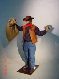 Cowboy trägt Sack