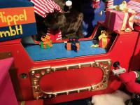 Mini gift wrapping machine with bears and christmas elves