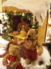 Christmas market stall - Confectionery with bear figures