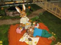 Hasengruppe auf der Picknickdecke