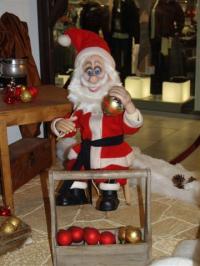 Santa Claus paints ball