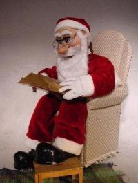 Weihnachtsmann sprechend, 140 cm groß,  im Sessel sitzend