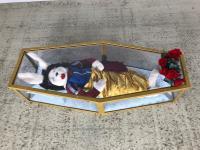 Schneewittchen- Häsin liegend im Polycarbonat oder Plexiglas Sarg