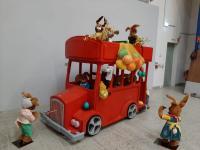 Doppeldecker-Bus mit Hasen