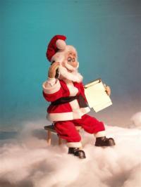 Weihnachtsmann sitzend, nimmt Bestellungen an